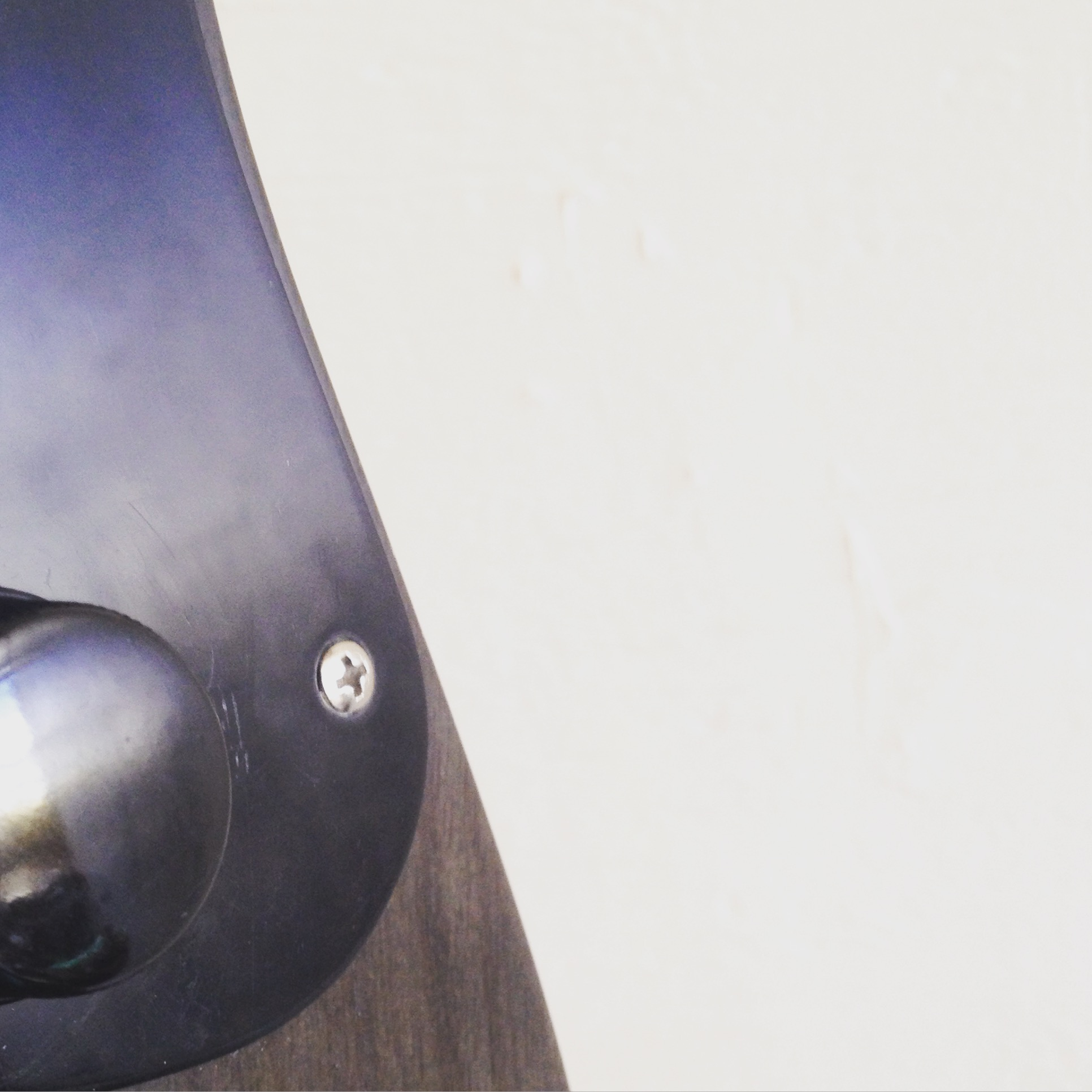 a knob on the Creston fretless
